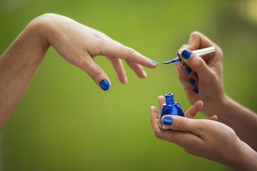 lakiery i odżywki do paznokci
